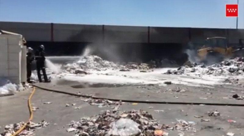 Incendio extinguido en exterior de nave