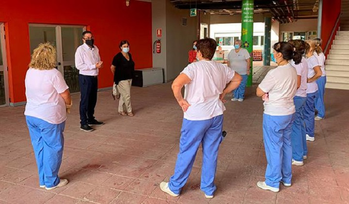 Ortiz visita al personal de limpieza