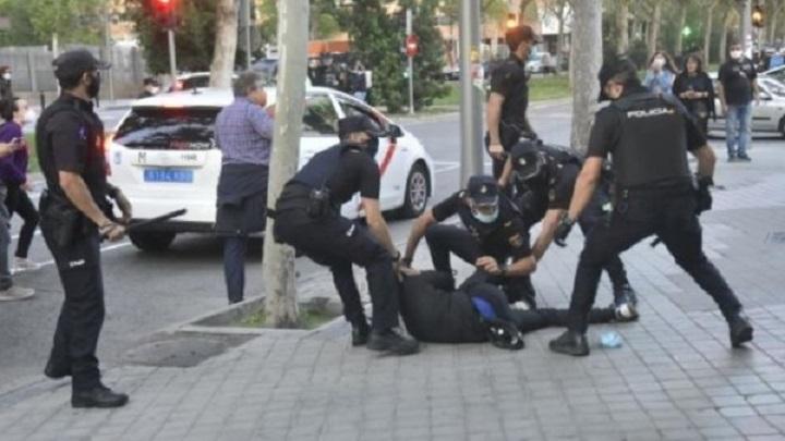 Se denuncia brutalidad en intervención policial