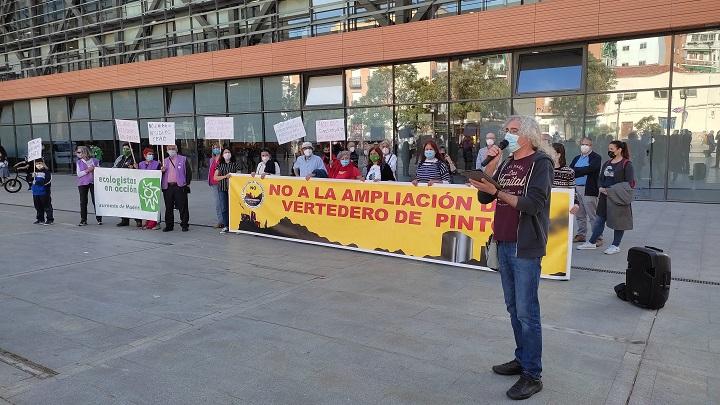 Manifestación contra ampliación del vertedero